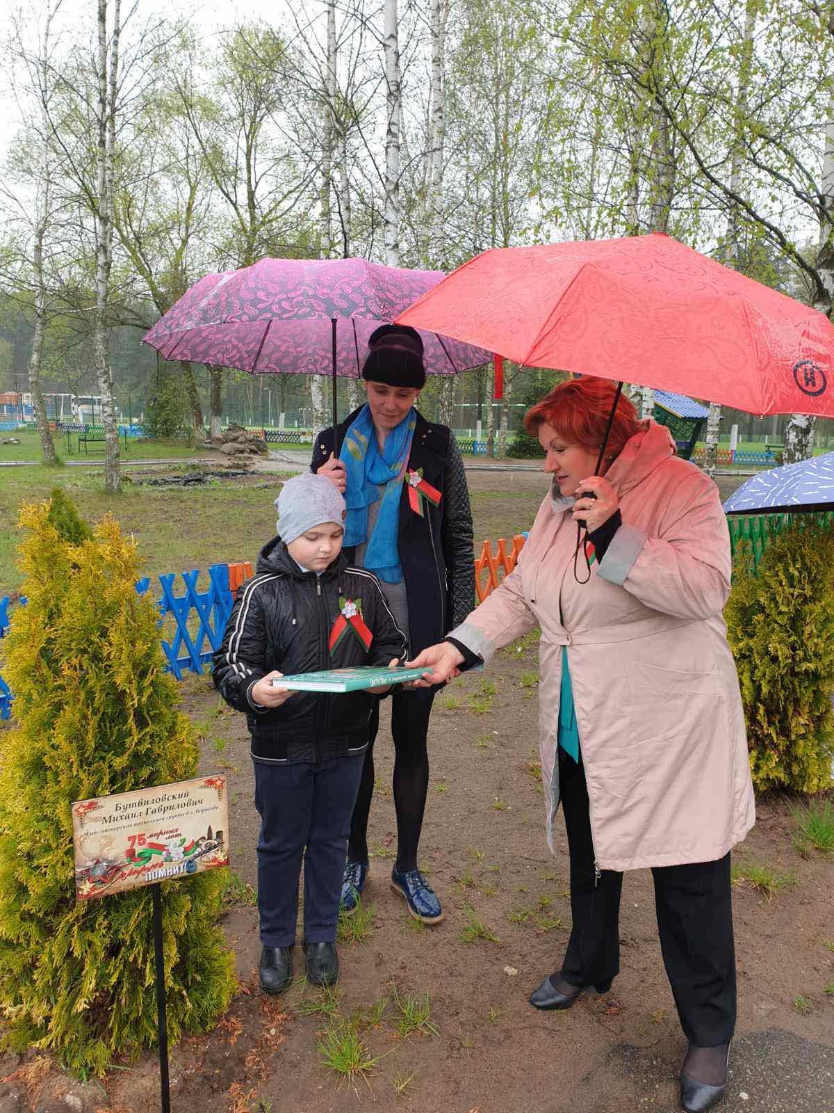 Аллея героев появилась во дворе школы №24 в Борисове