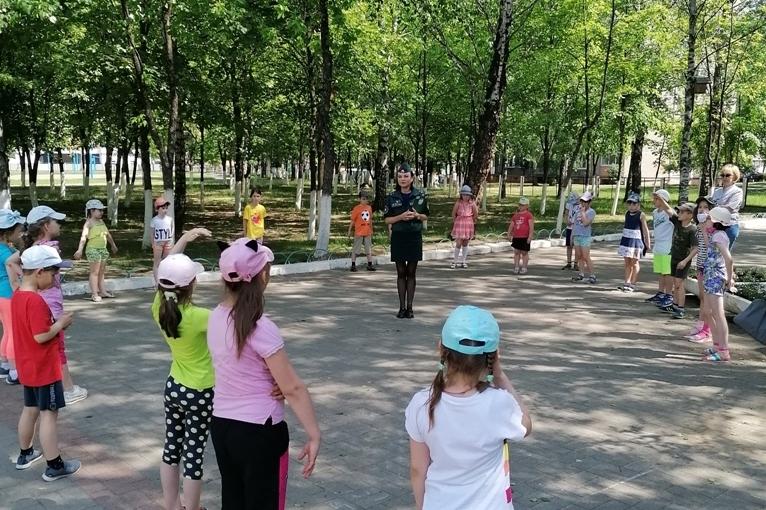 Борисовские спасатели посетили пришкольный лагерь при гимназии №1