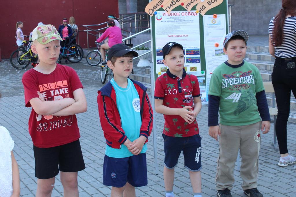 Юные спасатели из лагеря при школе №18