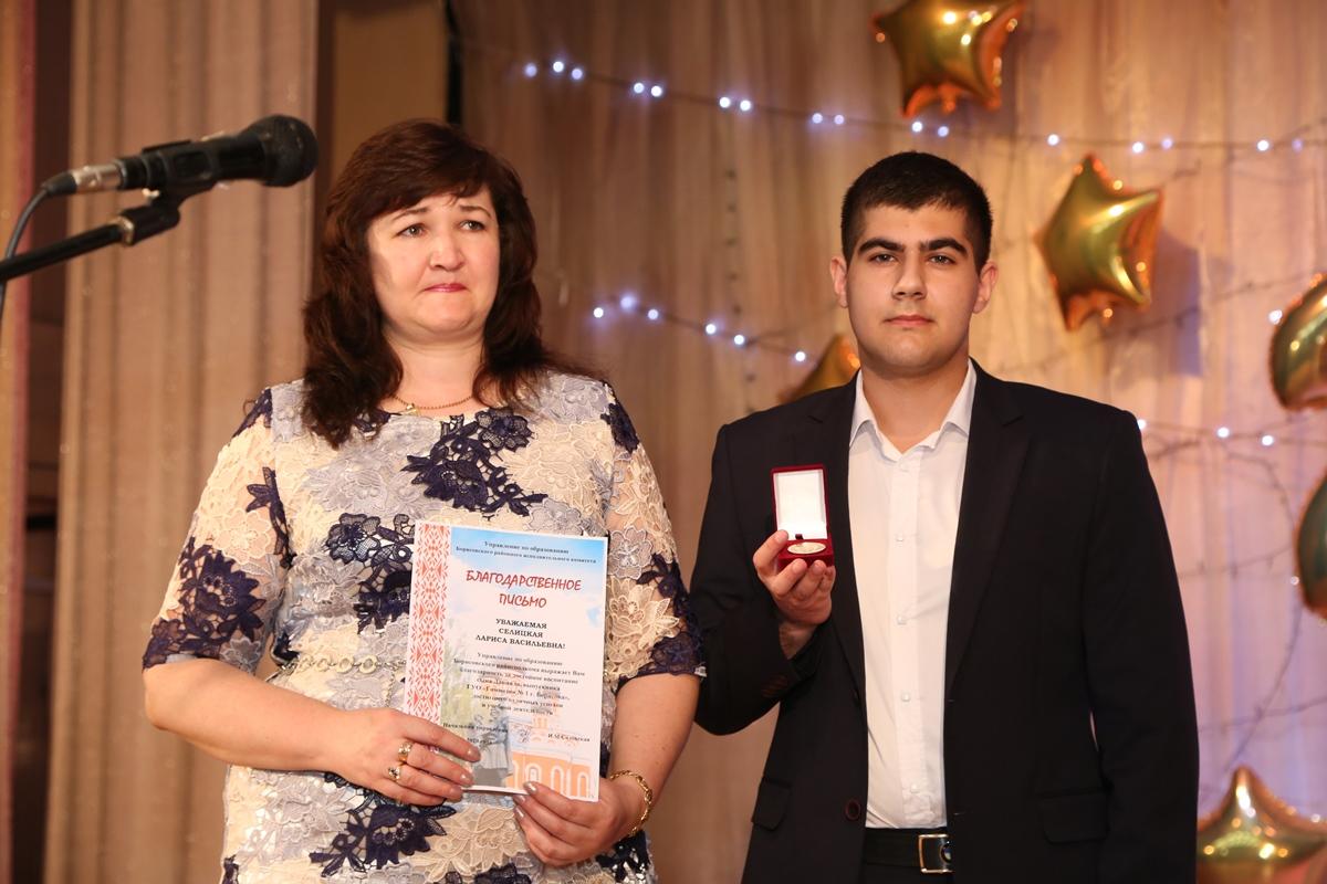 В школах и гимназиях Борисовщины прошли торжественные вручения аттестатов