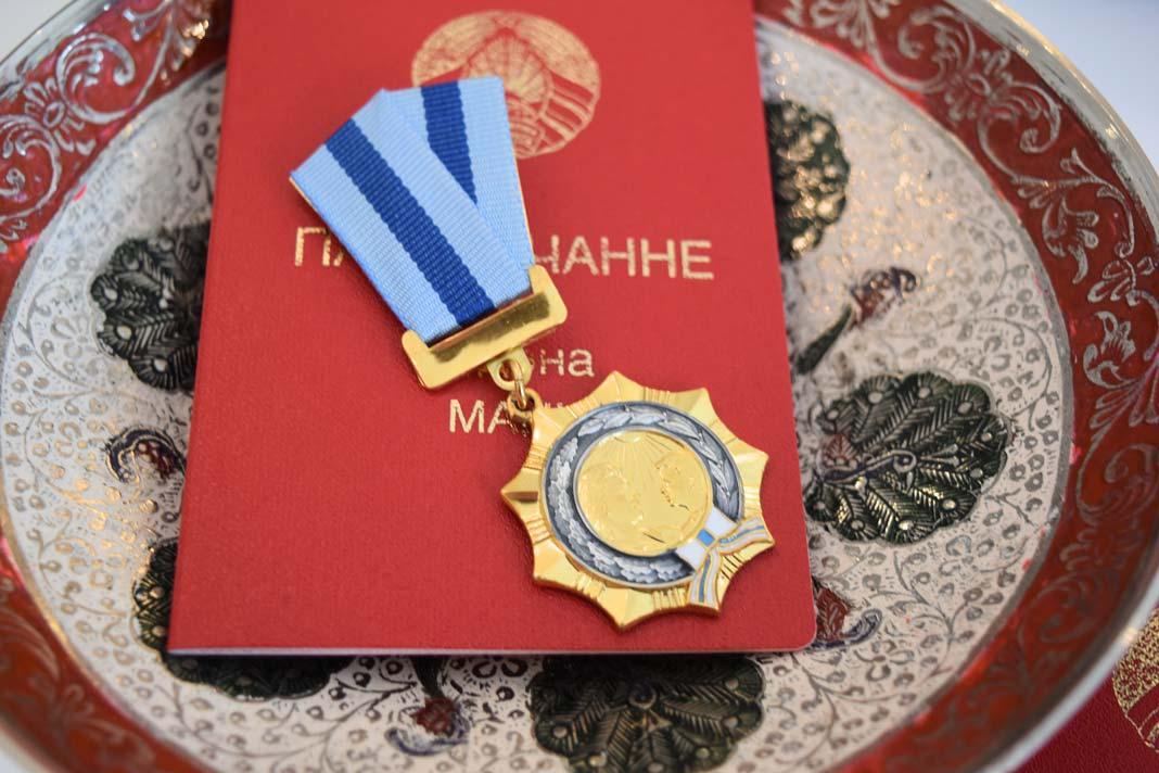 Геннадий Денгалёв вручил ордена Матери шести жительницам Борисовщины