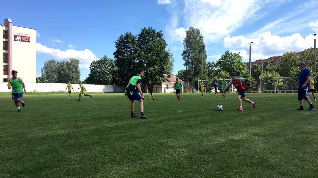 На городском стадионе прошли турниры по мини-футболу и стрит-болу