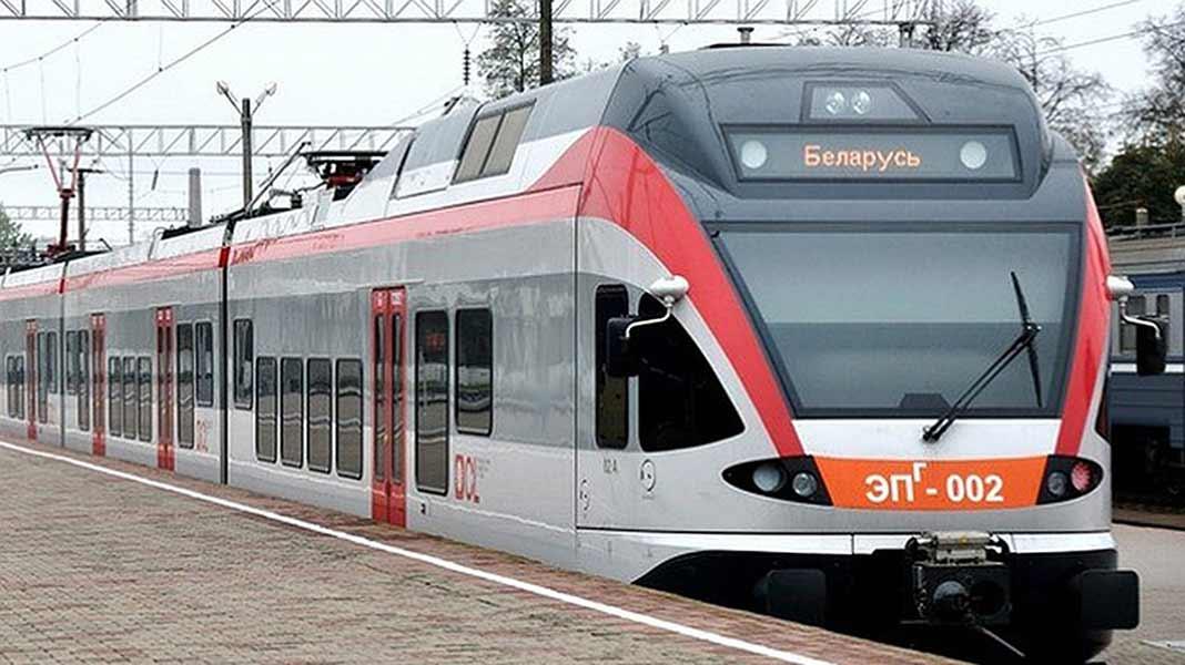 Белорусская железная дорога назначила на новогодние и рождественские праздники более 70 дополнительных поездов во внутриреспубликанском сообщении.