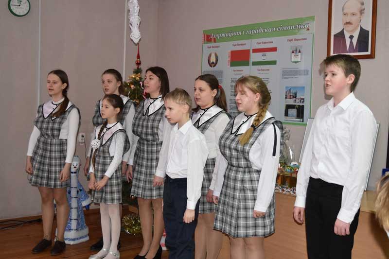 Финальный аккорд акции «Наши дети»: поздравление митрополита, эксклюзивная картина от парламентария и мычащий символ года