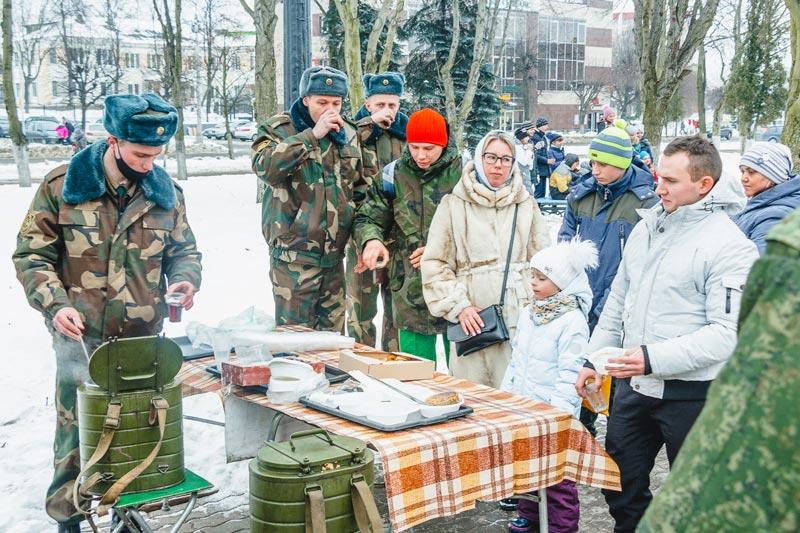 «Забег отважных» в Борисове: более 200 участников, конкурс патриотической песни и гречневая каша с маслицем