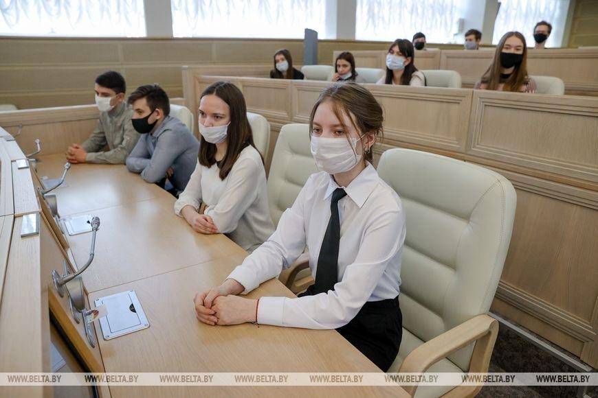 Борисовские школьники побывали в Совете Республики