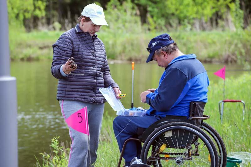 Инвалидная коляска хорошему улову не помеха – доказал участник соревнований по рыбалке