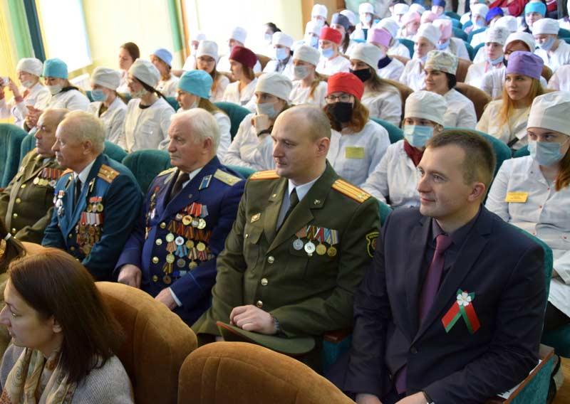 Инсталляции о военных медиках на Кургане Славы. Как Борисовский медколледж отпраздновал 9 Мая