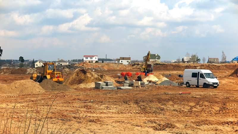Замерло ли строительство в Борисове? Выезжаем на объекты со специалистом, чтобы получить ответ на вопрос