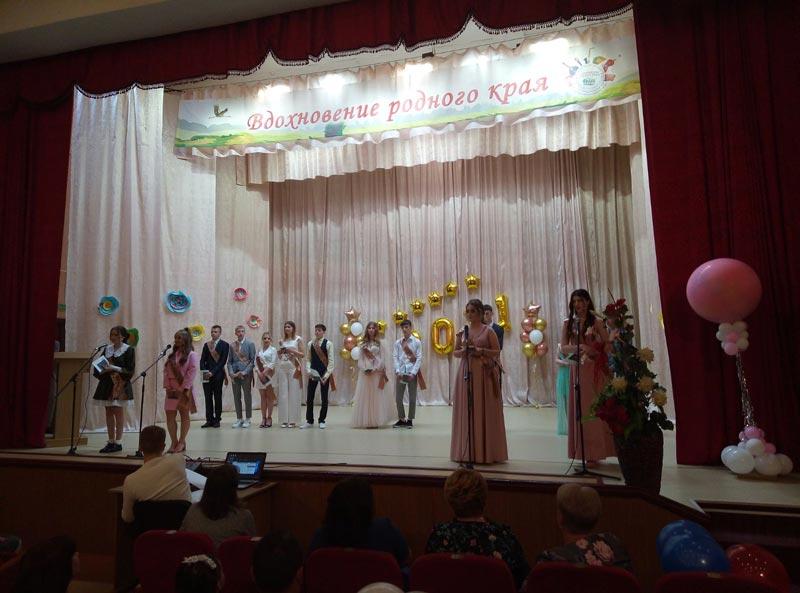 Фотофакт: Борисовские выпускники простились со школами