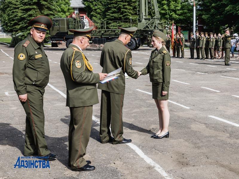 С солдатской кашей, военным караоке и праздничным концертом отметил свой день рождения полк связи