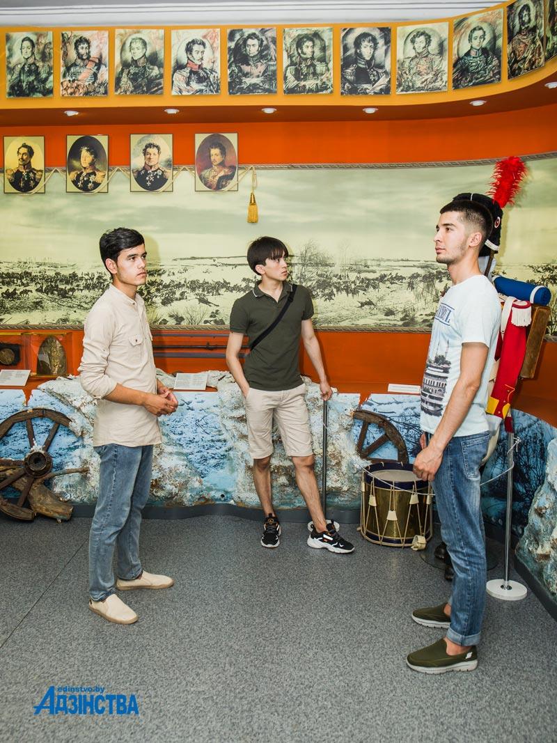 Первые участники международного форума «Арт-экспо», начали съезжаться в Борисов