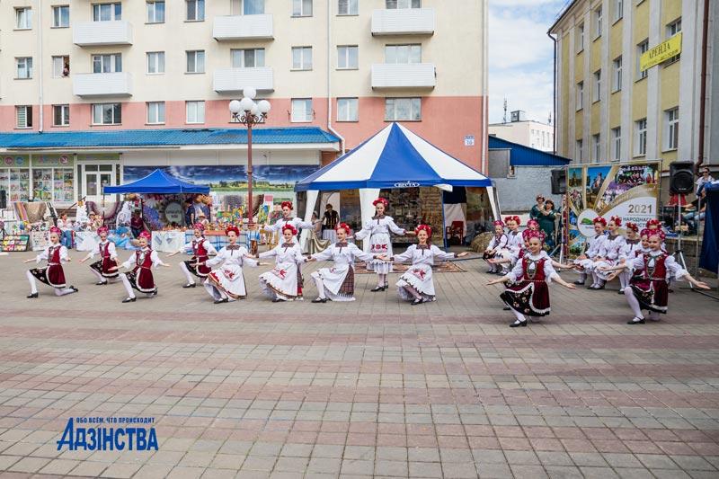 Борисовская делегация покоряет публику на Национальном фестивале в Молодечно