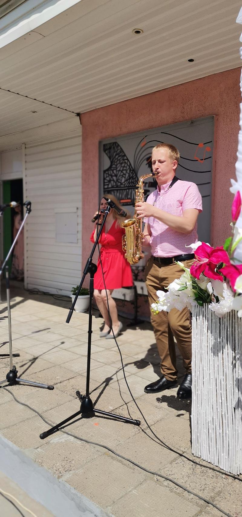 Двухчасовой концерт, аниматор, подарки: как прошел День подписчика в Лошнице