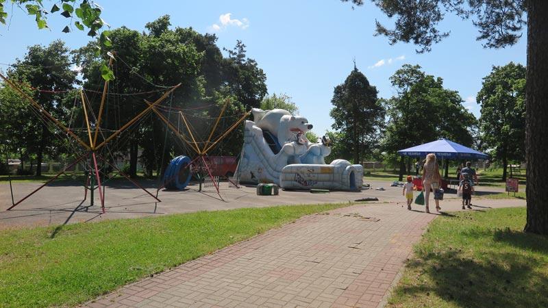 «Посиделки», дискотеки, шоу огня и света, фестиваль красок ждут посетителей городского парка этим летом