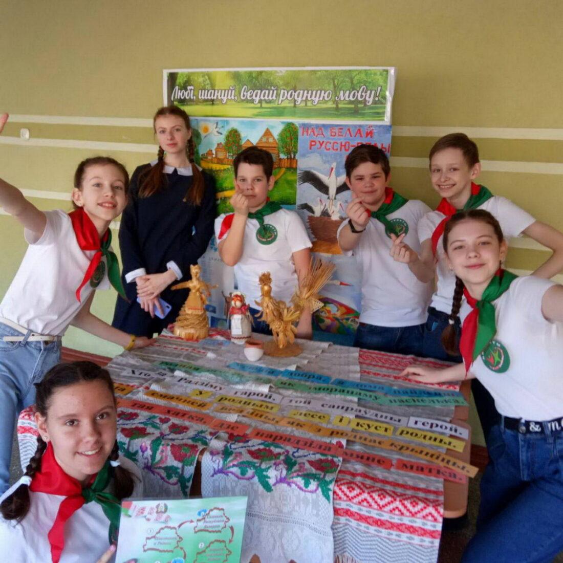 Пионеры СШ №2 присоединились к Всебелорусской акции «Символы моей страны»