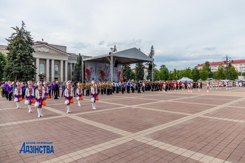 Парад духовых оркестров, город мастеров и выставки. Чем запомнится фестиваль в Молодечно (фоторепортаж)