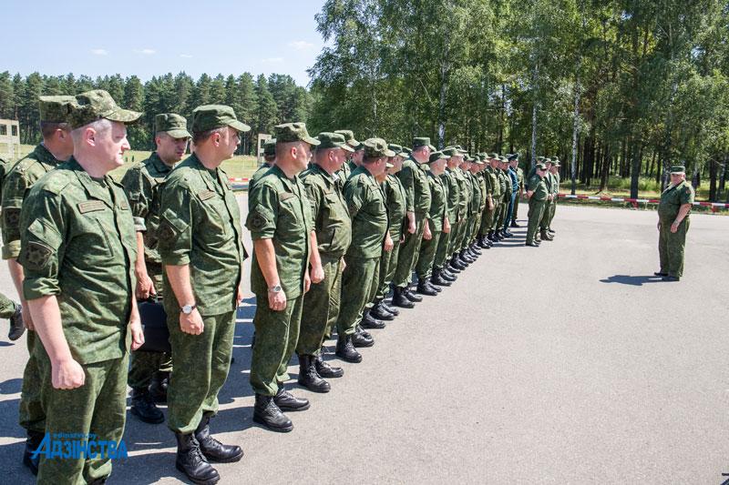 <strong>Защита государства – дело общее: главы районов Минской области поучаствовали в практических занятиях по стрельбе из оружия</strong>