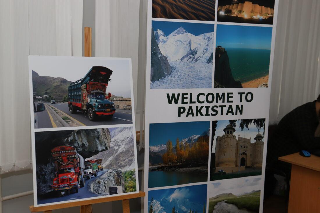 Зачем в Пакистане «раскрашивают» грузовики: рассказываем об уникальной экспозиции