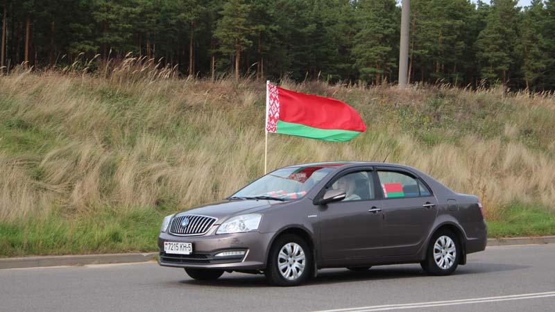 Дню народнага адзінства беларусы прысвяцілі рэспубліканскі аўтапрабег. Да яго далучыліся і барысаўчане