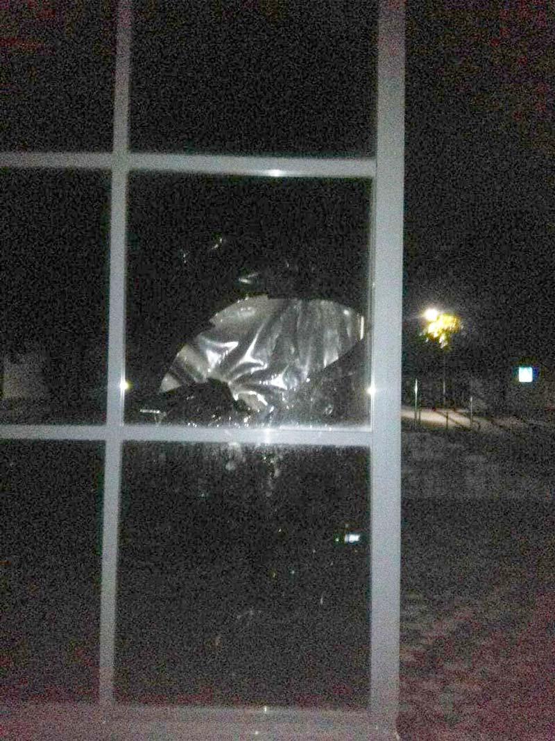 Пьяный борисовчанин разбил стекло в магазине. Возбуждено уголовное дело