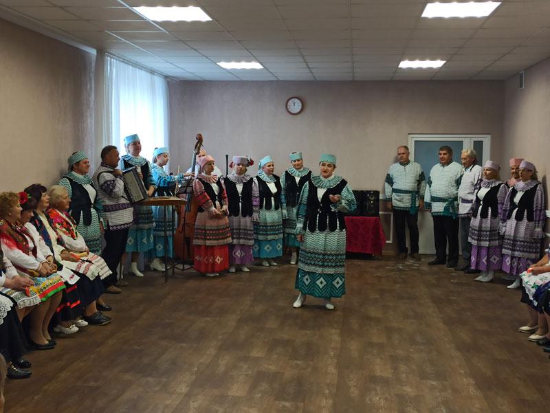 Любимые песни и живая музыка: в Центре территориального обслуживания прошел праздничный концерт