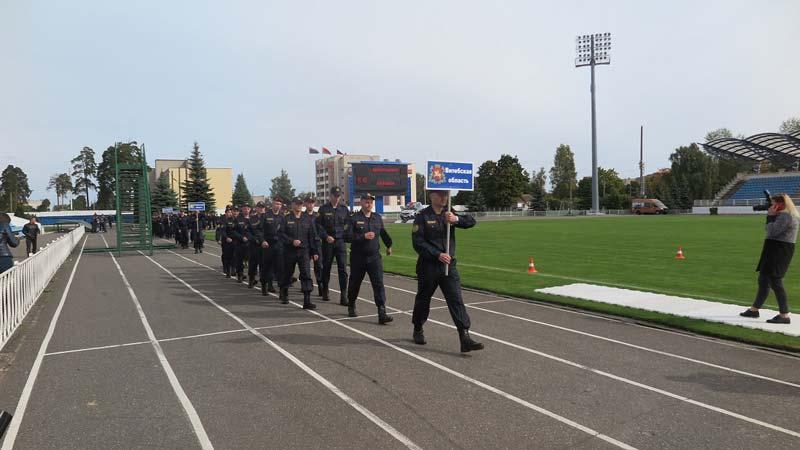 Стрельба, фигурное вождение и дрессировка собак — в Борисове проходят соревнования сотрудников Департамента охраны
